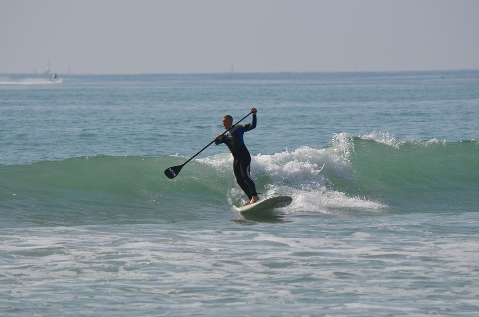 stand-up-paddle-surfing
